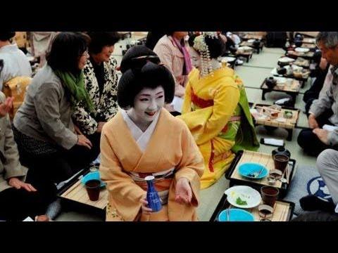 京に初夏告げる「鴨川納涼床」始まる