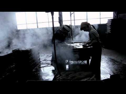 鰹節工房やまじゅうの製造光景