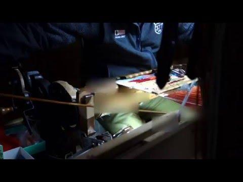 西陣の金襴織屋 手機を織る|西陣岡本